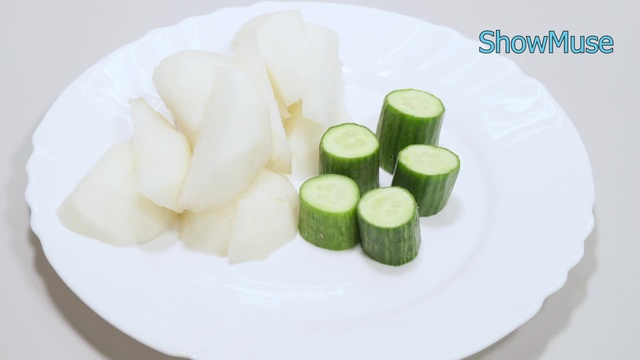 Cucumber and pear juice